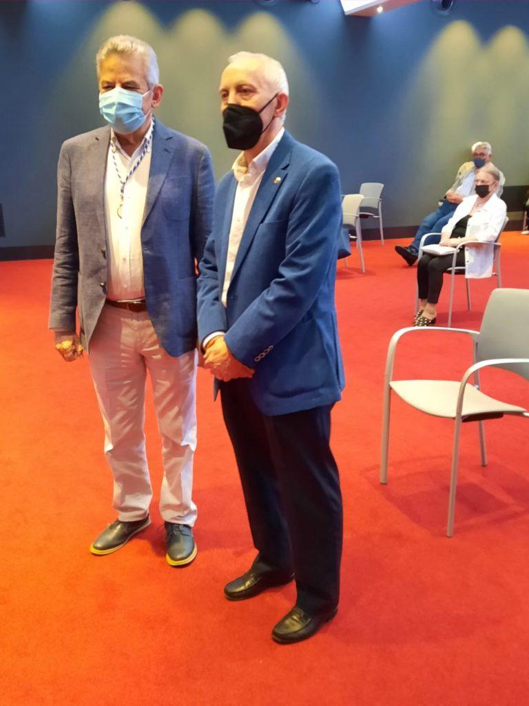 Xesús Palmou, presidente de la Academia Xacobea, y Manuel González Quevedo, presidente de la Asociación Día de Galicia en Asturias